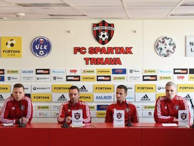 Na snímke zľava PR manažér Patrik Velšic, tréner Ricardo Chéu, kapitán Erik Grendel a športový riaditeľ Andrej Kostolanský