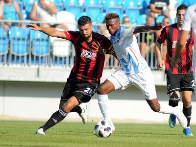 Boris Godál z FC Spatak Trnava a Abdulrahman Taiwo z FC Nitra