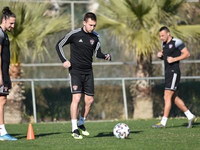 Na snímke zľava noví hráči Spartaka Dijan Vukojevič a Jakub Krč