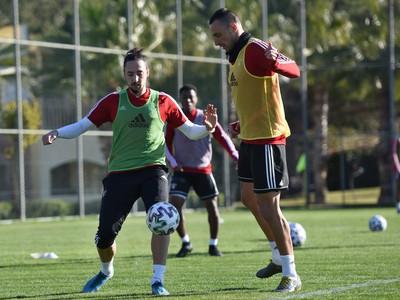 Na snímke zľava noví hráči Spartaka Dijan Vukojevič a Petar Orlandič