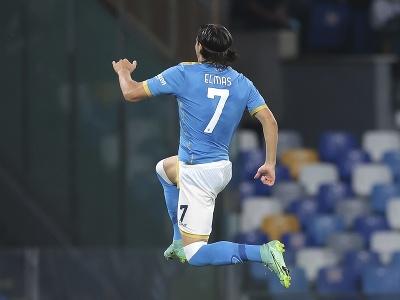 Futbalista SSC Neapol Eljif Elmas sa teší po strelení gólu