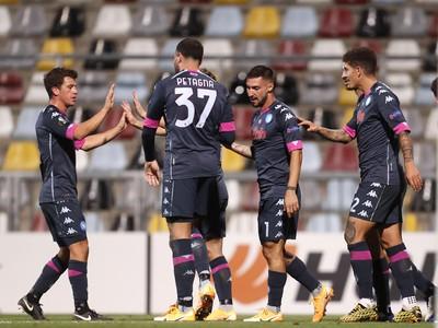 Hráči Neapola oslavujú gól