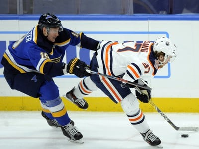Jay Bouwmeester a Connor McDavid
