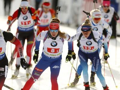 Paulina Fialková (v strede)