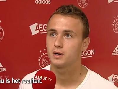 Stanislav Lobotka počas rozhovoru s televízou Ajaxu Amsterdam