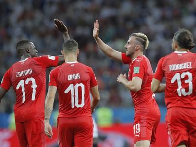 Švajčiari oslavujú postup zo