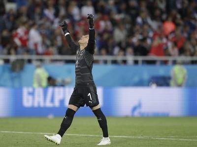 Yann Sommer, švajčiarsky brankár, oslavuje gól