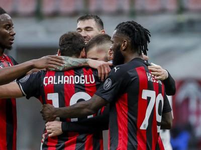 Hakan Calhanoglu a jeho gólové oslavy so spoluhráčmi