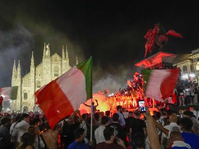 Talianski fanúšikovia oslavujú tirumf
