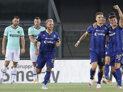 Darko Lazović a jeho gólové oslavy so spoluhráčmi, v pozadí Milan Škriniar
