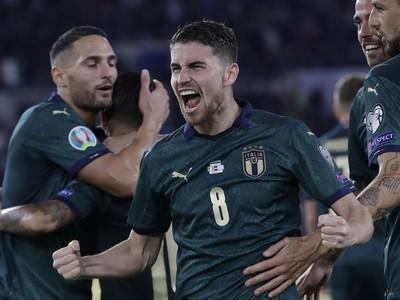 Jorginho oslavuje gól Talianska