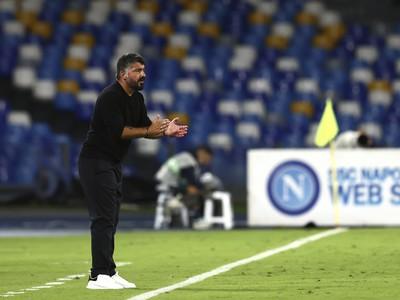 Tréner Gattuso na lavičke SSC