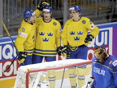 Na snímke švédsky obranca