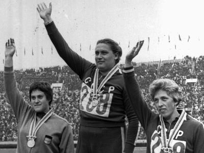 Tamara Pressová (v strede)