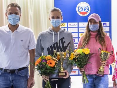 Zľava šéftréner Národného tenisového centra (NTC) Miroslav Mečíř a slovenské tenistky Tereza Mihalíková a Chantal Škamlová