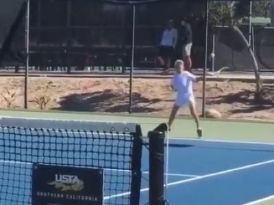 Teodor Davidov udivuje tenisový