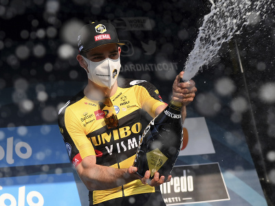 Wout Van Aert oslavuje víťazstvo