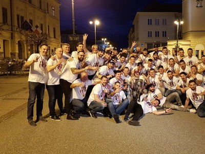 Hráči Banskej Bystrice oslavujú