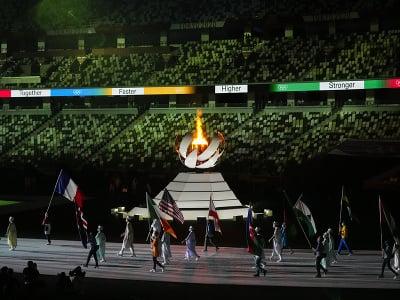 Olympijský oheň a vlajkonosiči