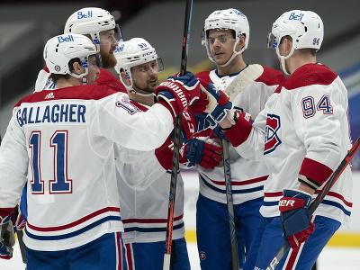 Hráči Montrealu oslavujú gól,