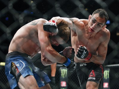 Tony Ferguson a Donald