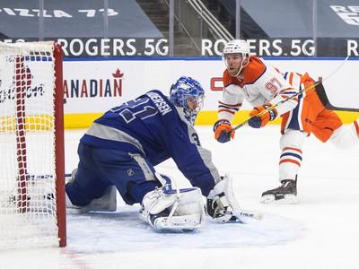 Connor McDavid strelil proti Torontu dva g�ly