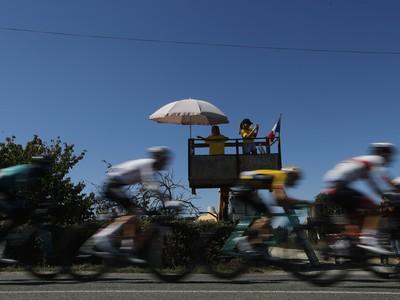 Cyklisti počas 11. etapy Tour de France