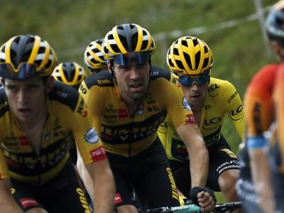 Primož Roglič v žltom tričku pre vedúceho pretekára