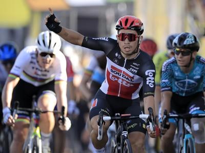 Caleb Ewan oslavuje víťazstvo