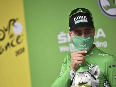 Peter Sagan v zelenom drese po skončení ôsmej etapy