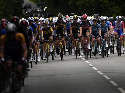 Pelotón počas prvej etapy