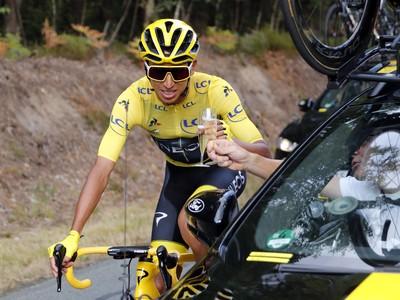 Na snímke kolumbijský cyklista Egan Bernal v žltom drese
