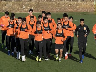 Tréning futbalistov Wuhan Zall