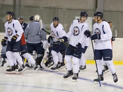 Hokejisti tímu HC Slovan Bratislava počas prvej prípravy na ľade