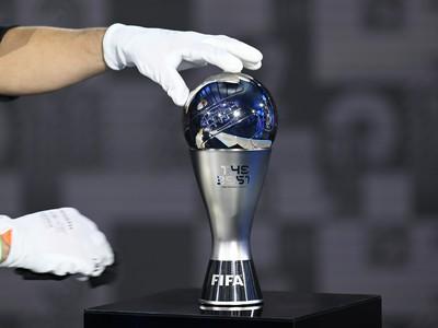 Na snímke jedna z trofejí pred slávnostným udeľovaním cien Medzinárodnej futbalovej federácie (FIFA) za rok 2020