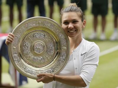 Simona Halepová s víťaznou trofejou