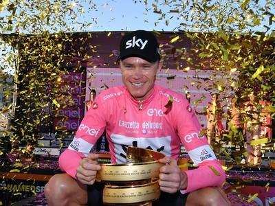 Chris Froome s trofejou
