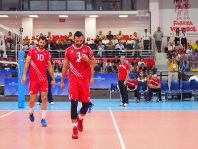 Tureckí volejbalisti Emre Baturm