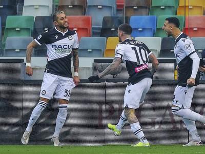Futbalisti Udinese oslavujú gól