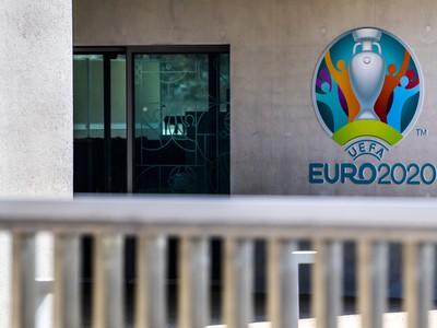 UEFA príde o stovky