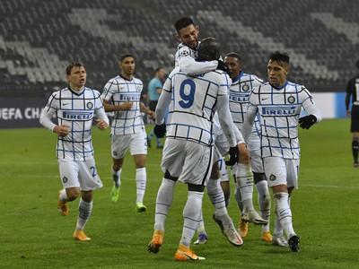 Hráči Interu oslavujú gól