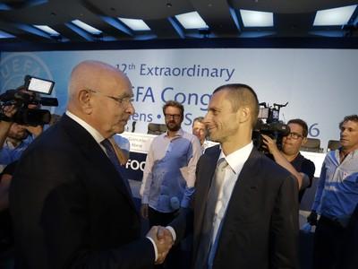 Michael van Praag gratuluje