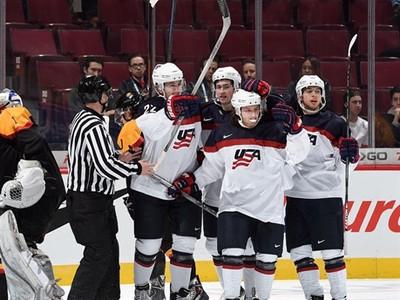 Radosť hokejistov USA po
