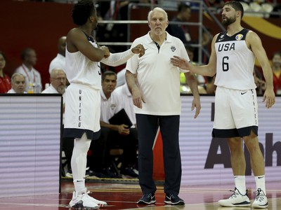 Americký tréner Gregg Popovich, Donovan Mitchell a Joe Harris