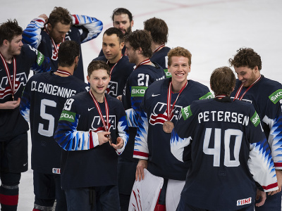Hokejisti USA sa tešia z bronzu