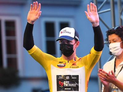 Austrálsky cyklista Kaden Groves zvíťazil v úvodnom prológu a dostal sa na čelo celkového poradia