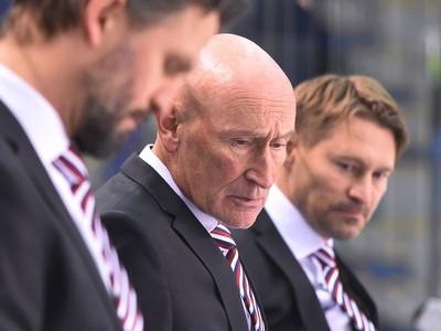 Na snímke tréner Slovenska Craig Ramsay (v strede) a jeho asistenti Róbert Petrovický (vľavo) a Vladimír Országh (vpravo)