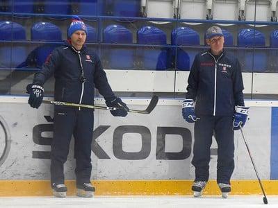 Tréner slovenskej hokejovej reprezentácie Craig Ramsay (vpravo) a jeho asistent Vladimír Országh