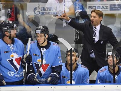 Na snímke tréner Vladimír