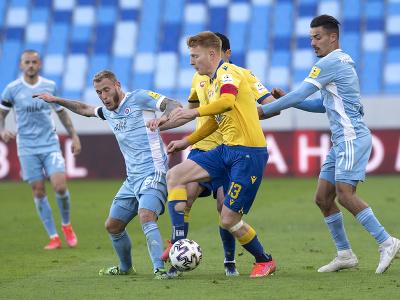 Sprava Moha (Slovan), Zsolt Kalmár (DAC), Joeri De Kamps a Vladimír Weiss ml. (obaja Slovan)